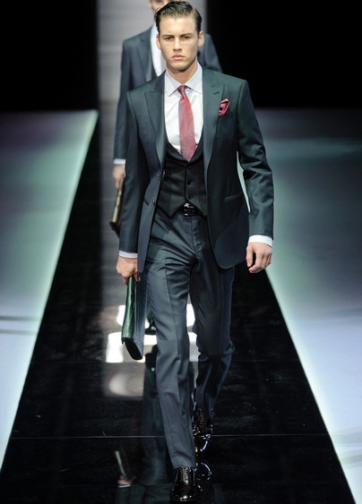Completo Per Matrimonio Uomo : E di moda l abito pezzi ovvero con il gilet stilestili