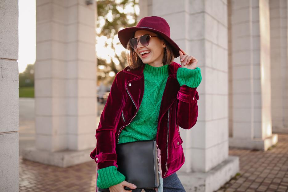 Come vestire giovane dopo i 50 anni senza rischiare di sembrare una ragazzina