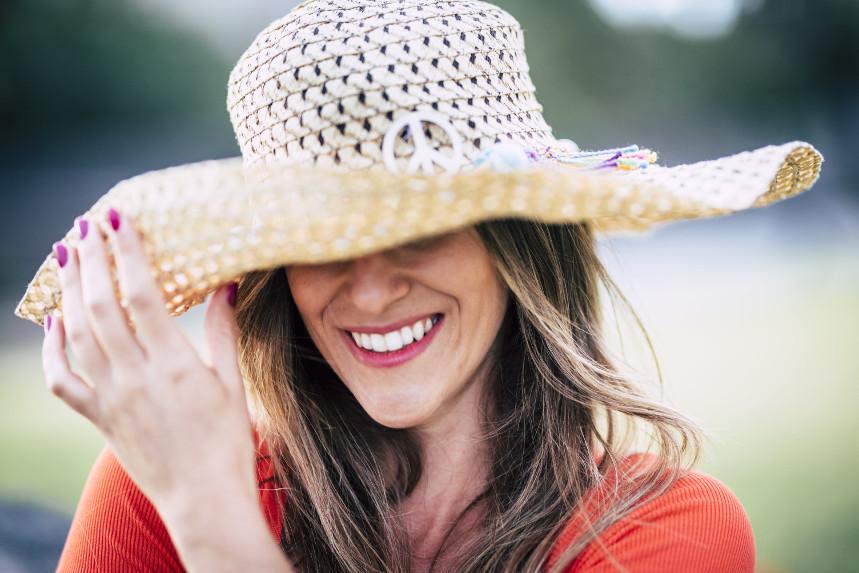 Come vestirsi a 50 anni in estate ecco 5 capi furbi!
